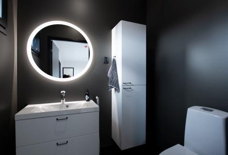 Kuva kylpyhuoneesta TD-talotjen toteuttamasta kohteesta